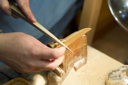 歯摺りの作業