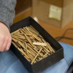 砥草は櫛屋の道具にも使います。